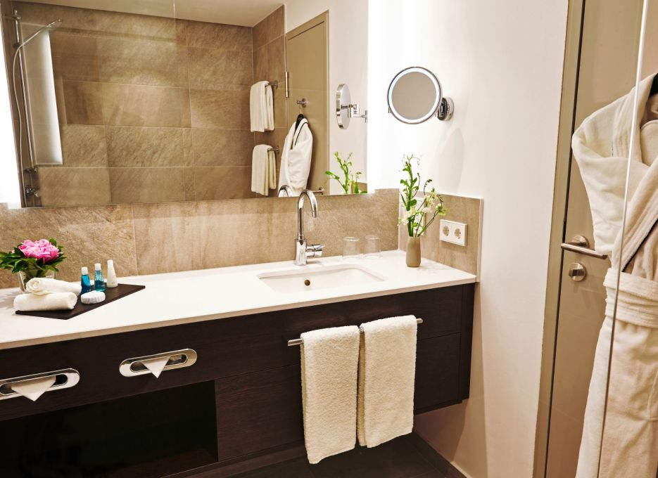Steigenberger Hotel Cologne – bathroom