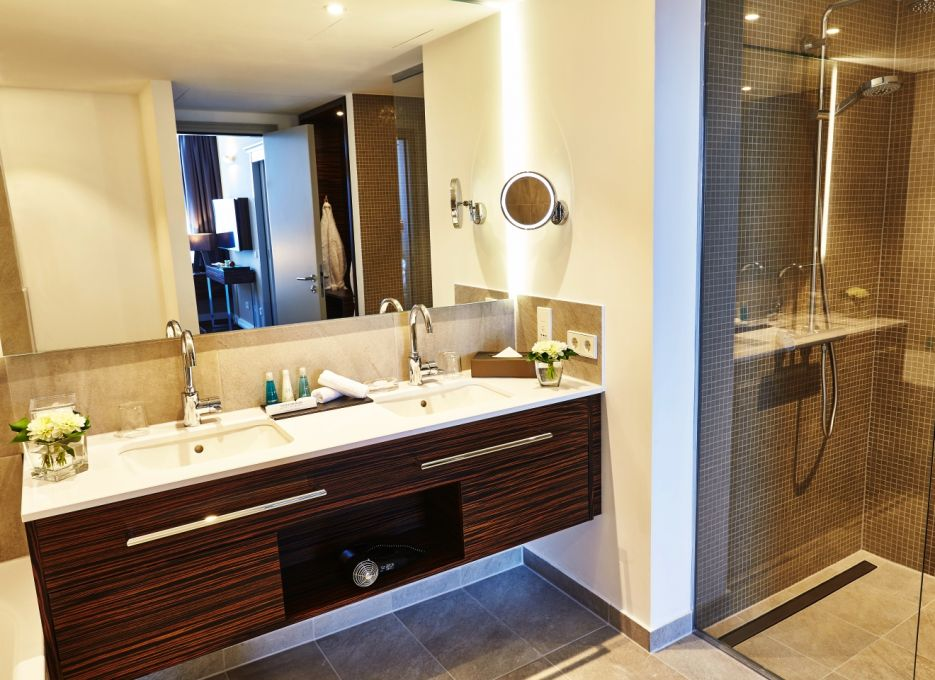 Steigenberger Hotel Köln - Suite bathroom