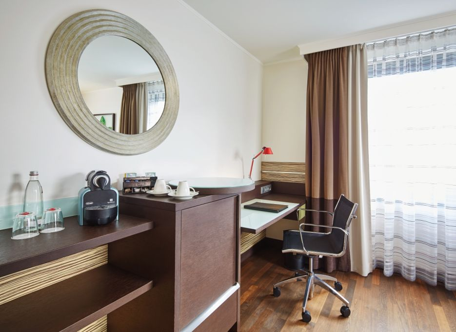 Studio in Berlin - Steigenberger Hotel Berlin, desk