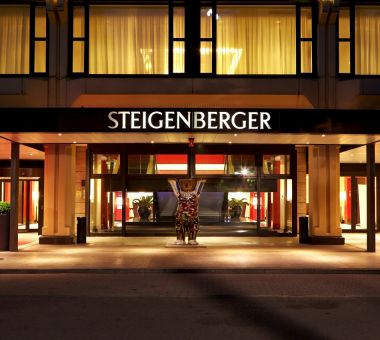 Hotel in Berlin - Steigenberger Hotel Berlin, entrance