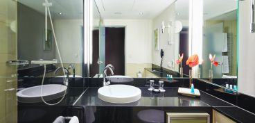 Steigenberger Hotel Berlin - bathrooms