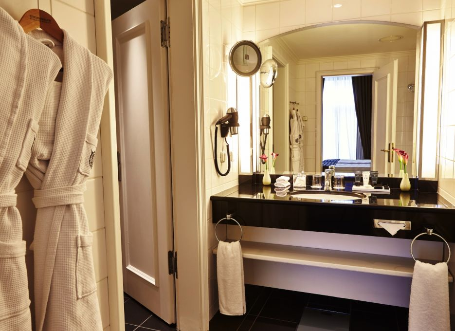 Superior room in Frankfurt - Steigenberger Frankfurter Hof, bathroom