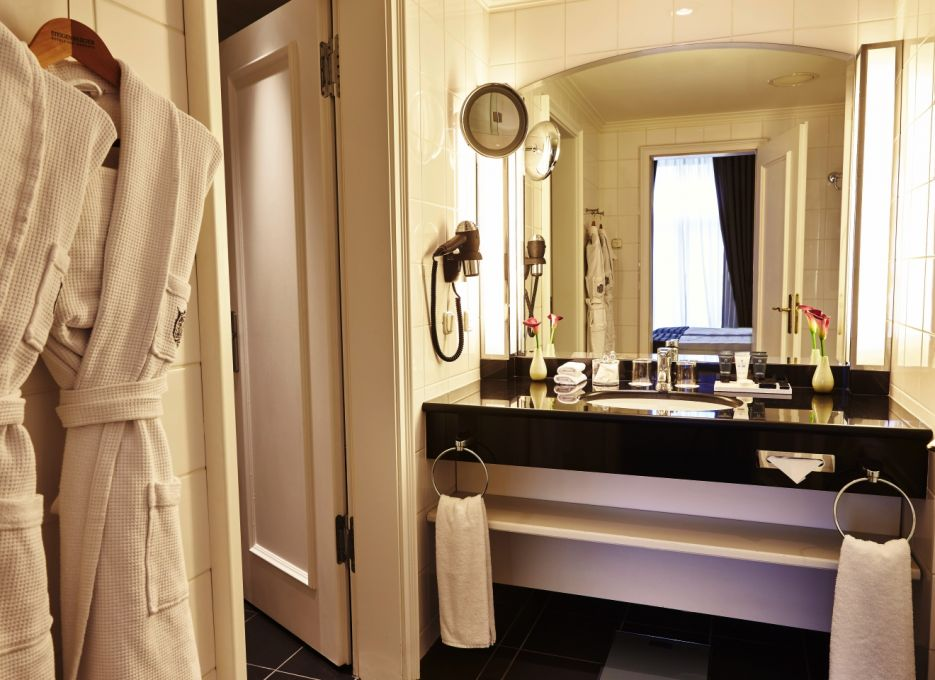 Executive Suite in Frankfurt - Steigenberger Frankfurter Hof, bathroom