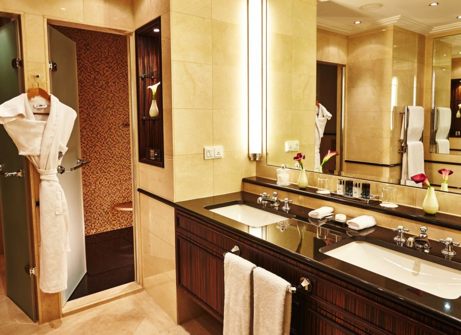 presidential suite in Frankfurt - Steigenberger Frankfurt Hof, bathroom