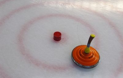 Bavarian curling with target field on the ice rink, Rainer Sturm pixelio.de