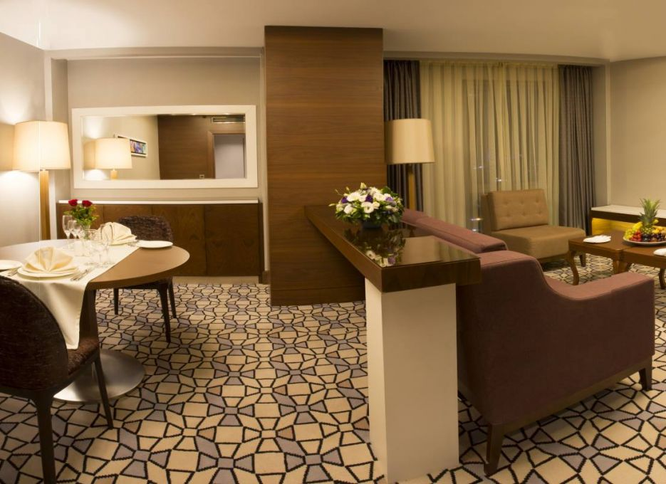 Steigenberger Airport Hotel, Istanbul - Master Suite dining area