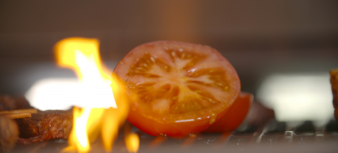 Tomate auf Grill - BBQ deluxe