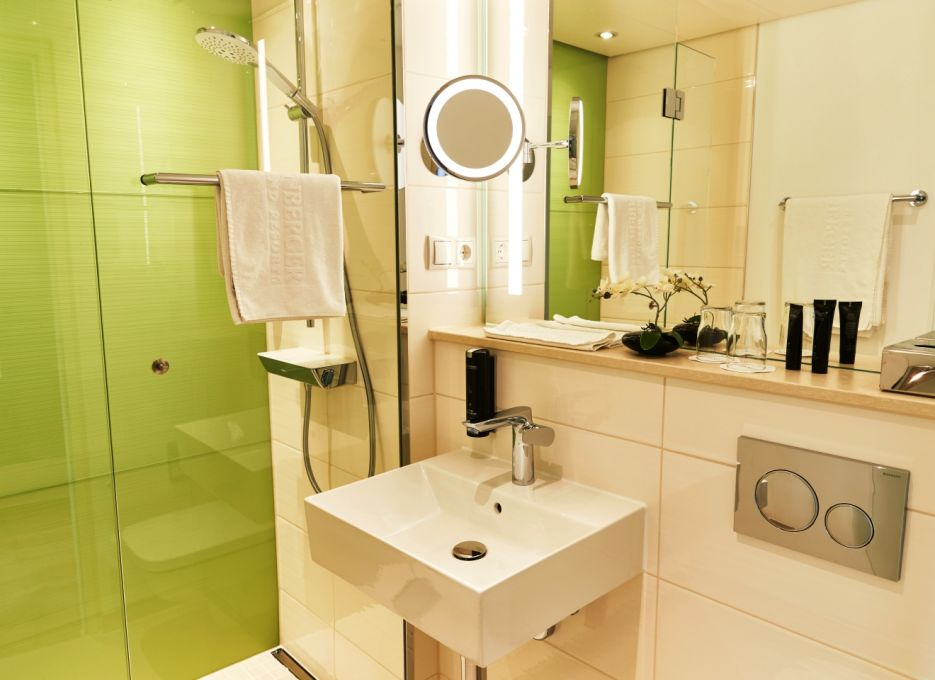 Steigenberger Airport Hotel, Frankfurt - Bathrooms