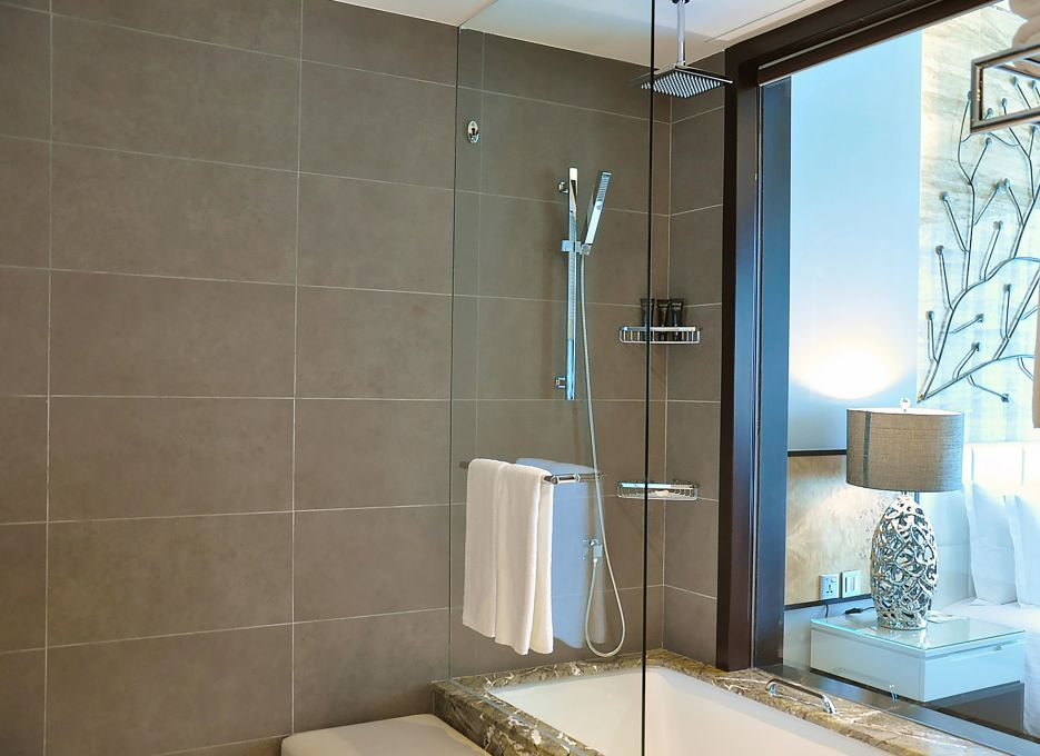 Steigenberger Hotel Business Bay, Dubai - CEO Suite, Bathroom