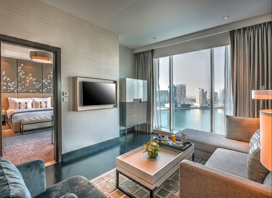 Steigenberger Hotel Business Bay, Dubai - Executive Suite living room