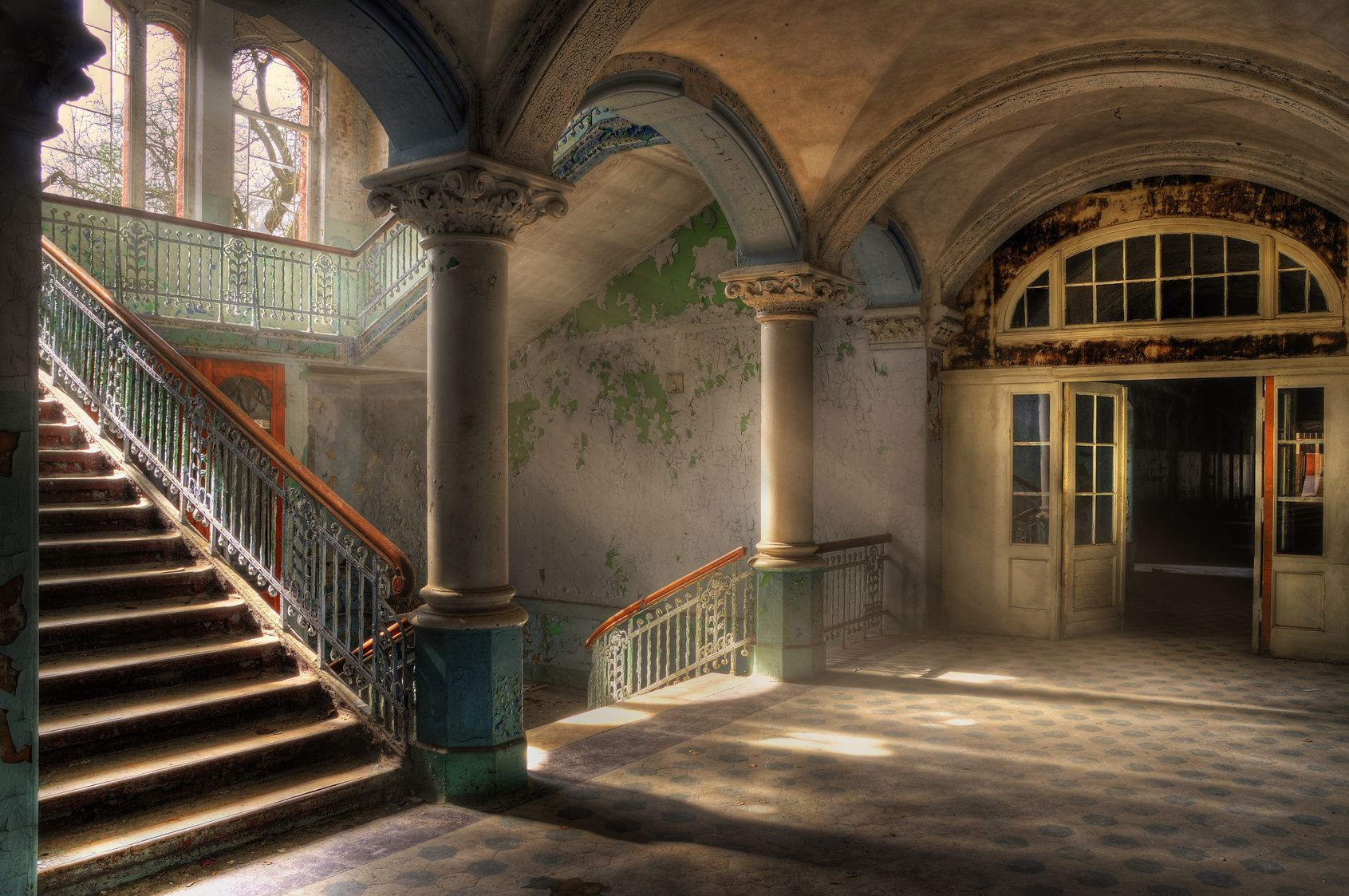 Treppenhaus Beelitz-Heilstätten - Lost Places in Berlin