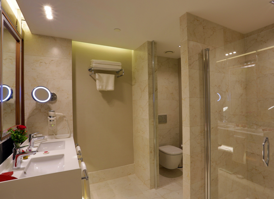 Steigenberger Airport Hotel, Istanbul - Family room bathroom